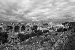 свет строба colosseum за rome к к стоковые фотографии rf