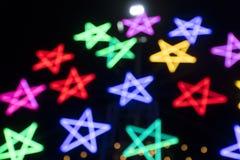 Свет цвета электрической лампочки звезды запачканный bokeh Стоковые Изображения