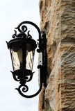 Свет черного металла внешний установил в стену песчаника Стоковая Фотография RF