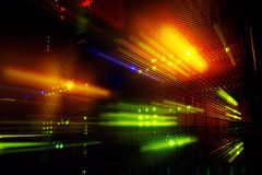 Светлые индикаторы на основном центре данных в темноте стоковая фотография rf