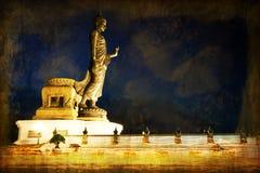 Светлый развевая обряд Таиланда, перекрытие Visakha с старой стеной Стоковое фото RF
