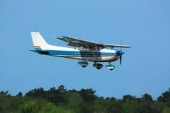 Светлый самолет на выпускных экзаменах стоковые изображения