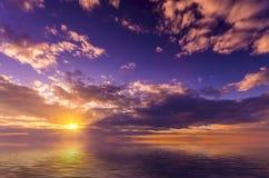 Светлый яркий заход солнца Стоковое Изображение