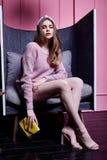Светлых волос стороны фотомодели носка женщины вскользь c красивых сексуальная Стоковые Фото
