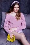 Светлых волос стороны фотомодели носка женщины вскользь c красивых сексуальная Стоковая Фотография RF