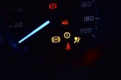 Свет ABS, замка, ремня безопасности и воздушной подушки показывая на автомобиле Стоковое Изображение