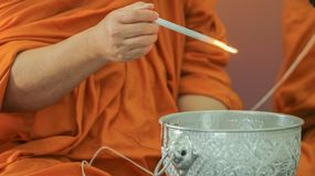 Свеча владением монаха Будды Стоковое Изображение RF