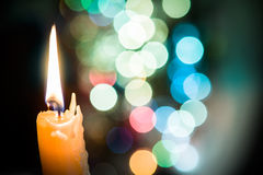 Свеча на bokeh стоковая фотография rf