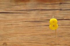 Свеча дня рождения на деревянной предпосылке Стоковое Изображение RF