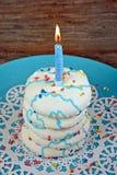 Свеча дня рождения на стоге печенья сахара Стоковое Изображение