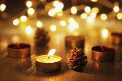 Свеча рождества с предпосылкой bokeh стоковое фото