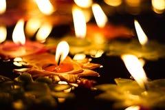 Свеча с розами в виске Стоковая Фотография RF