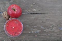 Свеча Яблока и предпосылка гайки Стоковое Изображение RF