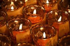 Свечи виска в прозрачных люстрах Стоковые Изображения