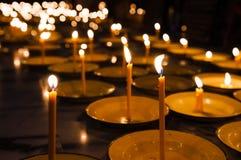 Свечи в белых плитах Стоковое Изображение RF