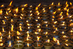 Свечи в монастыре стоковое изображение rf