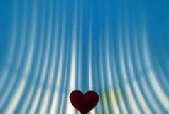Свечи в подарочной коробке и красном чувствительном сердце Стоковое фото RF