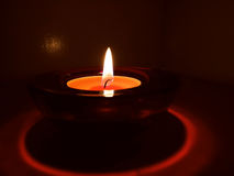 Свечи в прозрачных люстрах Стоковые Изображения