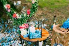 Свечи в стеклянных лампах Украшения свадьбы Wedding в Monteneg Стоковая Фотография
