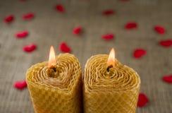 2 свечи в форме сердца Стоковые Фотографии RF