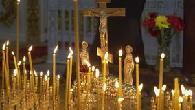Свечи в церков сток-видео