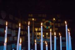 Свечи горя в часовне Стоковая Фотография