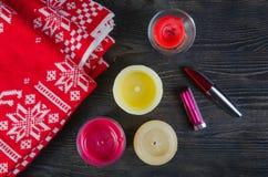 Свечи и красная шотландка Стоковая Фотография