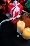 Свечи и подарки украшений рождества Стоковое фото RF