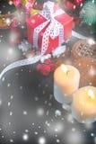 Свечи и подарки украшений рождества Стоковые Изображения RF