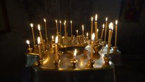 Свечи конусности горя в церков видеоматериал