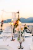 Свечи на банкете свадьбы Украшения свадьбы Wedding на Стоковая Фотография