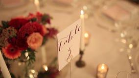 Свечи на банкете свадьбы сток-видео