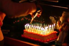 Свечи на торте стоковая фотография rf