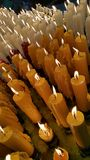 Свечи освещают вверх как предлагать Стоковые Фотографии RF