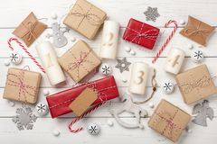 Свечи пришествия, украшение рождества и подарочные коробки Стоковые Изображения RF