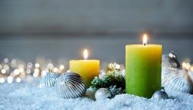 2 свечи рождества на снеге Стоковые Фото