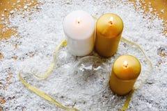 Свечи рождества и белое золото Стоковое фото RF