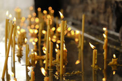 Свечи Lit в воде Стоковые Фотографии RF