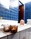 Свечка в ванне спы Стоковая Фотография