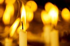 Свечка в темноте Стоковые Фото