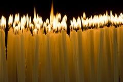 Свечка в темноте Стоковые Изображения