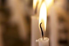 Свечка в темноте Стоковое Изображение