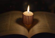 Свечка и книга Стоковое Фото