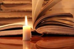 свечка книг Стоковое Изображение