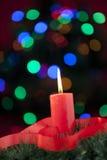 Свечка рождества с красной тесемкой Стоковая Фотография