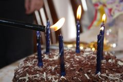 Свечки дня рождения освещения Стоковые Изображения RF