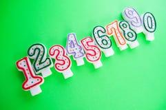 Свечки дня рождения против предпосылки Стоковая Фотография RF