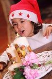 Свечки красивейшего ребенка и xmas стоковая фотография
