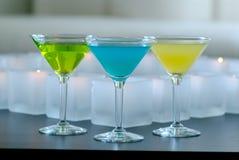 свечки покрасили различные martinis Стоковые Изображения RF