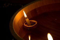 свечки плавать Стоковая Фотография
